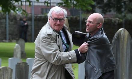 درگیری فیزیکی سفیر کانادا در ایرلند با یک تظاهرکننده
