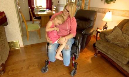 مادری برای نجات جان دخترش هر دو پایش را از دست داد