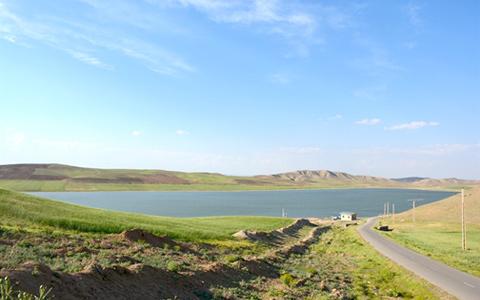 در کوچهسار ماه ـ دریاچه پری/جعفر سپهری