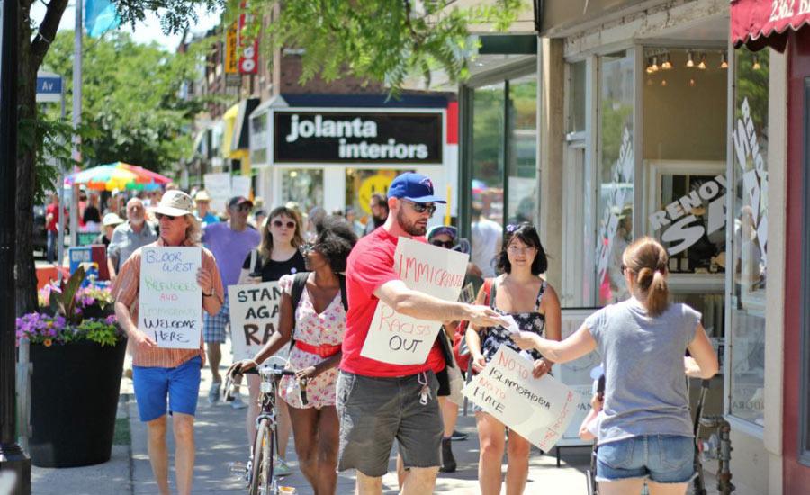 تظاهرات در بلور غربی علیه نژادپرستی