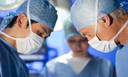 """برخوردهای غیرواقعی با """"خطای پزشکی""""/مسعود نقره کار"""