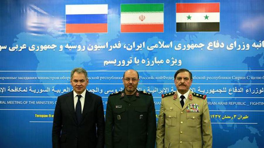 از راست وزرای دفاع سوریه، ایران، روسیه در نشست سه جانبه در تهران