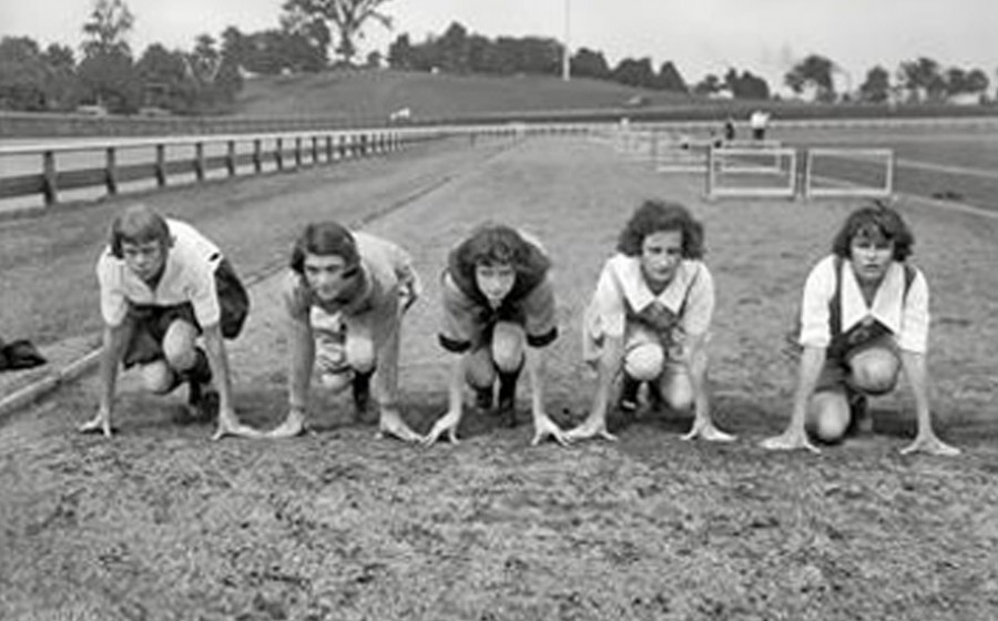 Female-sprinters-1950