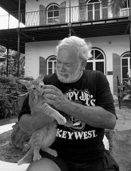 همینگوی به گربه ها خیلی علاقه داشت