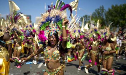 کارناوال کاریبانا، رنگین و شاد، همراه با رقص و موسیقی