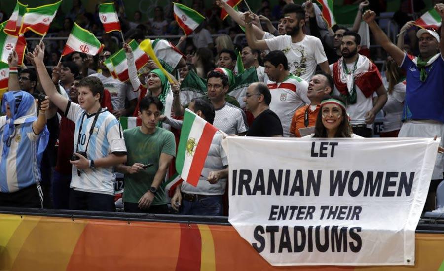 ماموران امنیتی المپیک مانع حمل پلاکارد توسط یک زن ایرانی شدند