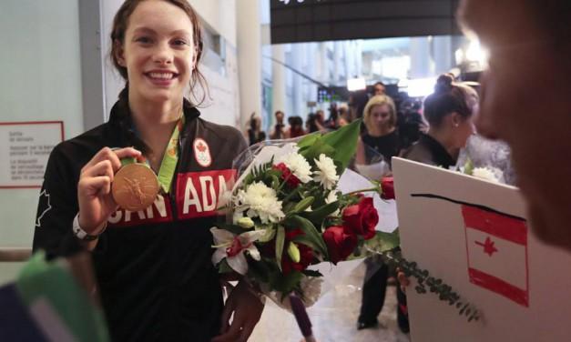 قهرمانان کانادا با  استقبال بی نظیر مردم در فرودگاه روبرو شدند