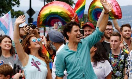 اولین نخست وزیر کانادا که به رژه غرور در ونکوور می رود