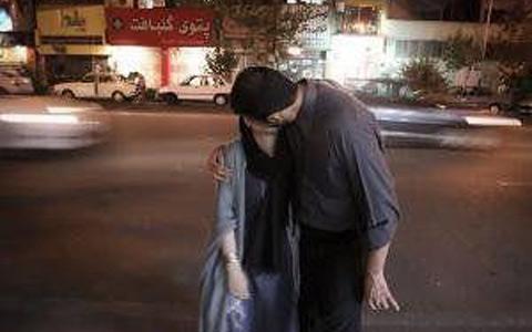 لب میبوسیم آی لب می بوسیم…/اسد مذنبی