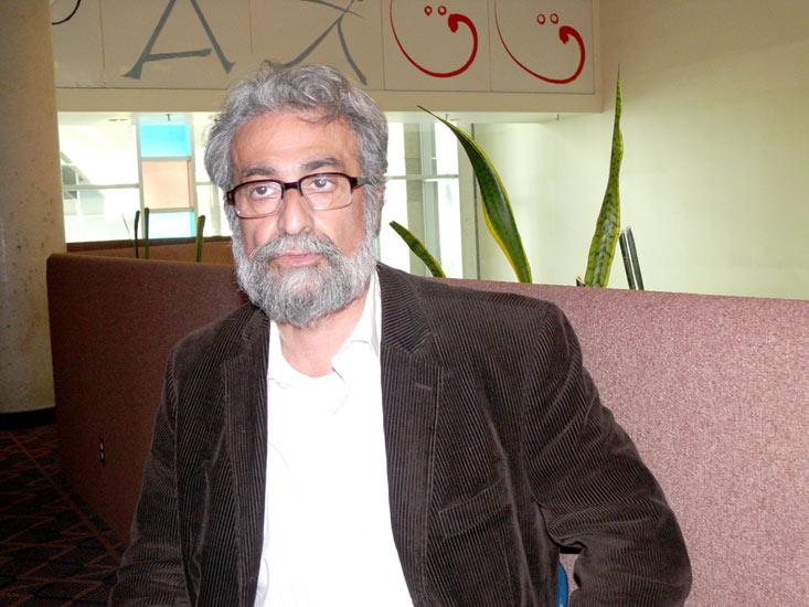 """حسین افصحی کارگردان """"خروس زری، پیرهن پری"""""""