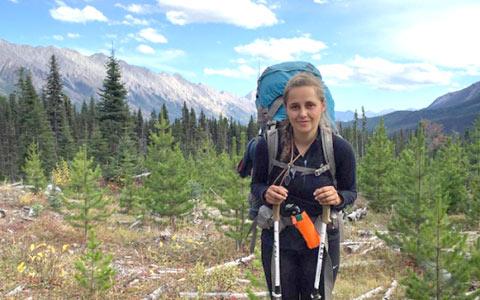 اولین زنی که سراسر کانادا را پیاده طی می کند