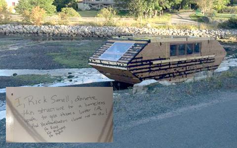 خانه ی قایقی مرموز کانادایی در ایرلند به گل نشست