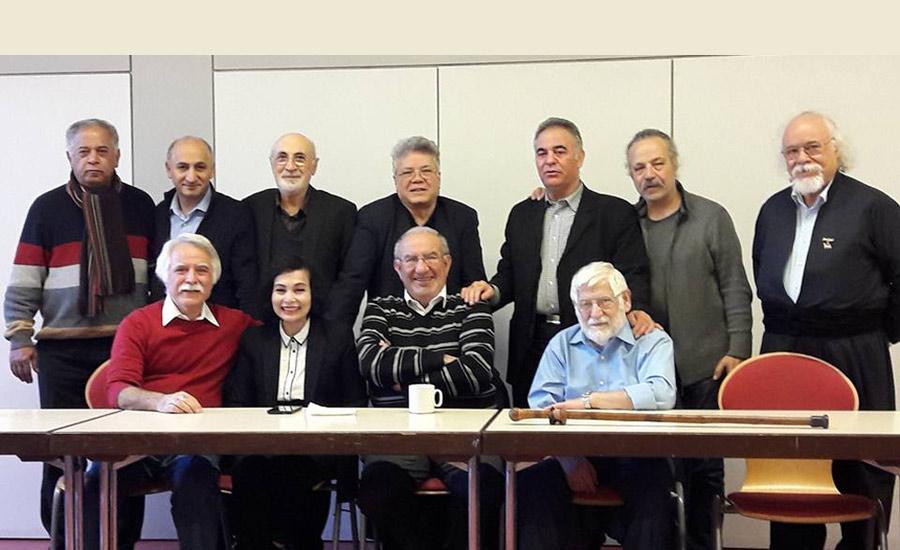 جمعی از اعضای کانون نویسندگان ایران در تبعید در نشست فرانکفورت