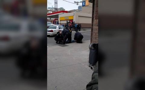تهدید پلیس به گرفتن موبایل یک شهروند در تورنتو