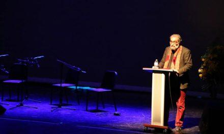 خواندن پیام های هادی خرسندی و اکبر ذوالقرنین به جشن شهروند توسط حسین افصحی