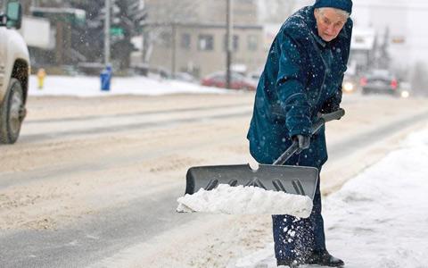 رابطه ی بین بارش برف و سکته ی قلبی