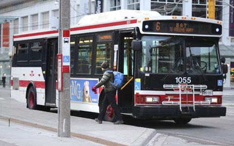 تلاش پلیس برای تماس با صاحب ۱۴۰۰۰ دلار پول پیدا شده در اتوبوس