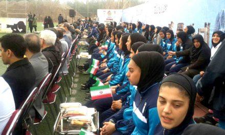 مراسم کسالت بار دختران فوتبالیست در سرما/پدرام قائمی