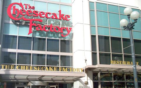 باز شدن اولین رستوران زنجیره ای آمریکایی  The Cheesecake Factory در تورنتو