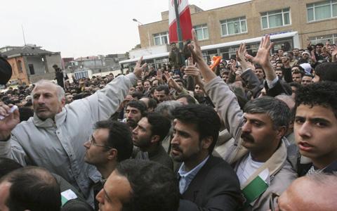 گزارش یکساله در بارهی سرکوب فعالان سندیکایی و حقوق کارگری در ایران