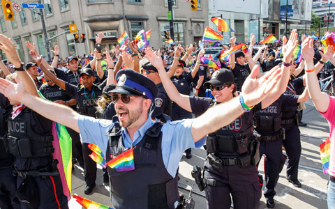 پلیس تورنتو بدون یونیفرم می تواند در رژه غرور شرکت کند
