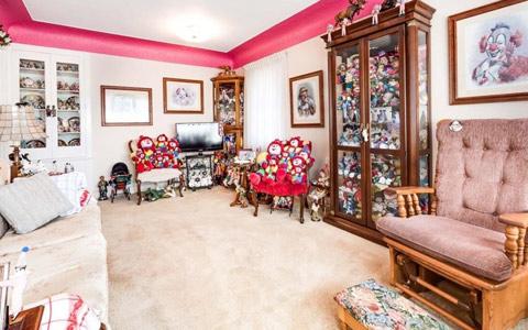 خانه ی دلقک ها برای فروش