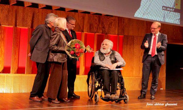 پربیننده ترین نمایشِ نویسنده و کارگردان ایرانی برای ۶۵۰ امین بار در آلمان بر صحنه رفت/جواد طالعی