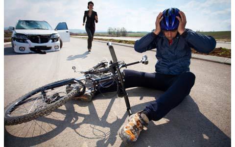 اقدامات ضروری بعد از تصادف ماشین و دوچرخه