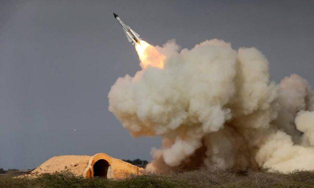 """چرا به یک """"ترقه بازی"""" با هفت موشک پاسخ داده شد!/محسن ابراهیمی"""