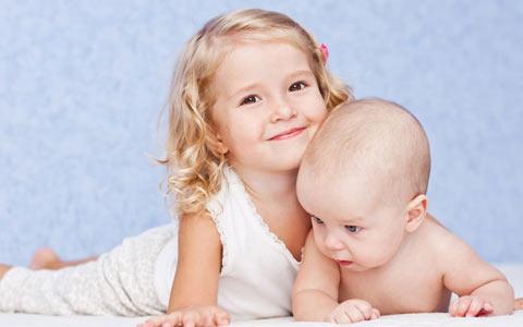 نظر متخصصان رشد در مورد تفاوت سنی سه سال در فرزندان/دکتر نسترن ادیب راد