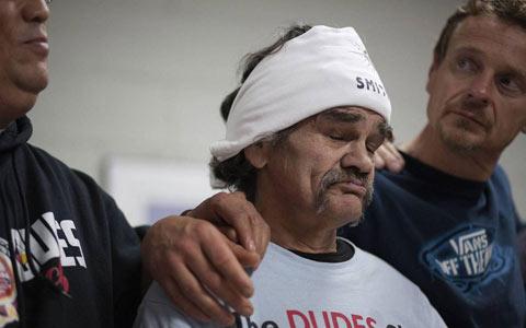 اهدای ۱۰,۰۰۰ دلار به یک پناهگاه توسط بی خانمان سابق