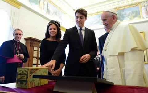 درخواست جاستین ترودو از پاپ فرانسیس برای معذرت خواهی از بومیان کانادا