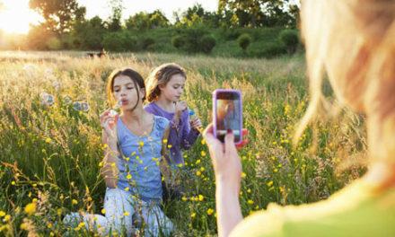 در پست کردن عکس فرزندان در دنیای مجازی صرف نظر کنید