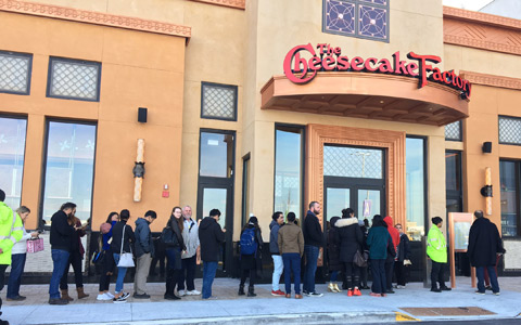 اولین رستوران زنجیره ای Cheesecake Factory در تورنتو بازگشایی شد