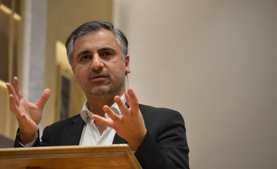 """""""در جستجوی جهانی بهتر"""" ؛ سخنرانی پیام اخوان در کانون کتاب تورنتو"""