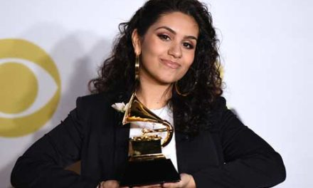 آلیشا کارا ، خواننده کانادایی برنده جایزه  Grammy