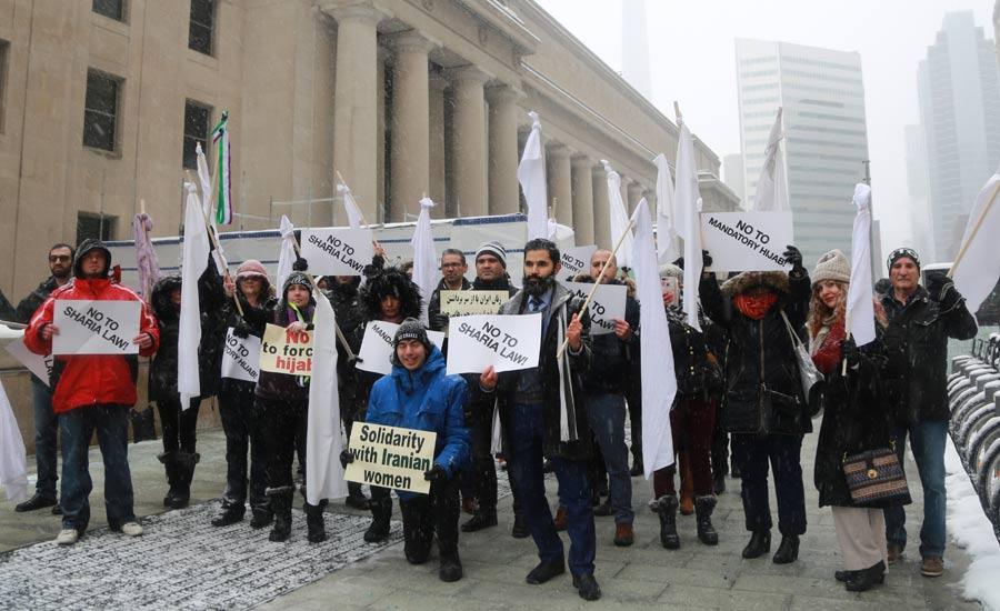 تظاهرات در پشتیبانی از دختران خیابان انقلاب در تورنتو