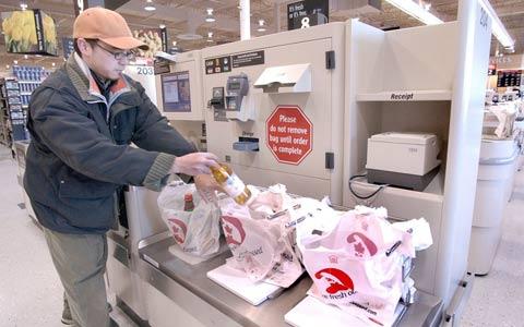 استفاده از خودپرداز، راه حل فروشگاه مترو برای مقابله با افزایش هزینه ها