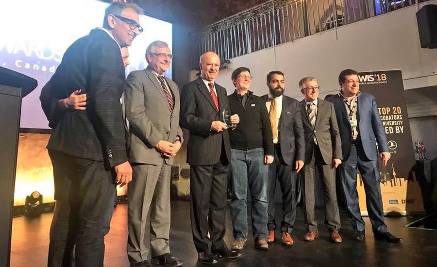 اهدای جایزه ی جهانی UBI به وزیر علوم انتاریو