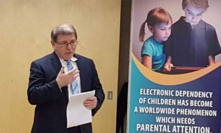 سمینار آموزشی برای والدین در مورد اعتیاد به اینترنت در کودکان و نوجوانان