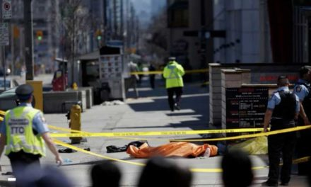 ۹ کشته و ۱۶ زخمی: اتوموبیل ون عابران پیاده را در نورت یورک تورنتو درو کرد