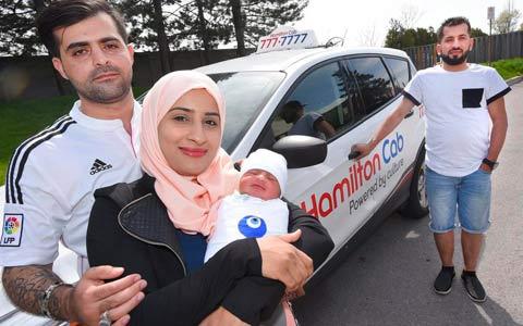 نوزادی که در ماشین دایی به دنیا آمد