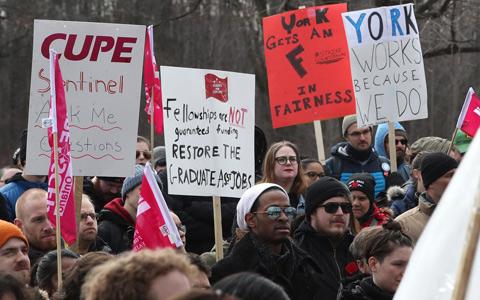 اعتصاب کارکنان دانشگاه یورک، بدون کسب نتیجه، رو به پایان است