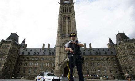 جوان ۲۴ ساله در تپه ی پارلمان اتاوا به جرم حمل چاقو دستگیر شد