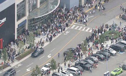 تیراندازی در مرکز خرید یورک دیل در تورنتو