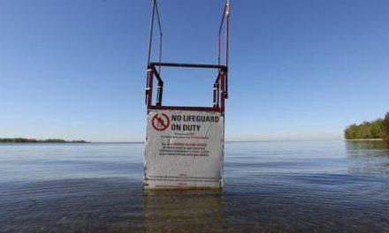 جسد مردی که از قایق در آب افتاده بود پیدا شد