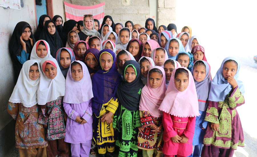 دخترکان روستاهای محروم، آموزش حق شماست!/آشنایی با انجمن حامی کانادا/فرح طاهری