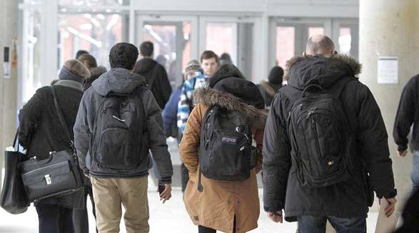 شهریه ی کالج و دانشگاه در انتاریو ۱۰ درصد کاهش می یابد