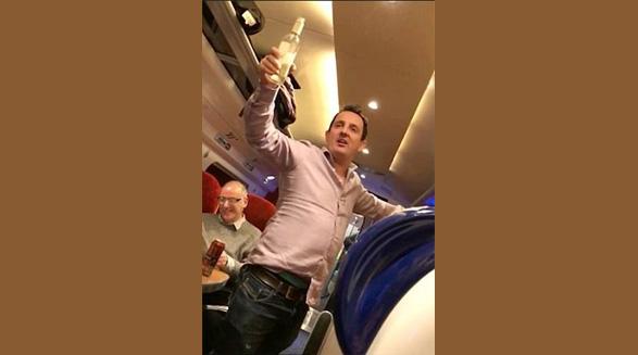 مستی مسافر پرواز وست جت برایش دردسر ساز شد