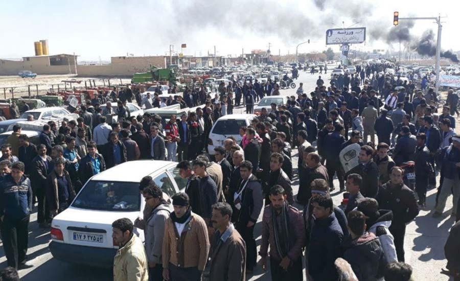 اعتراض کشاورزان اصفهان در «پل خواجو» به درگیری کشیده شد